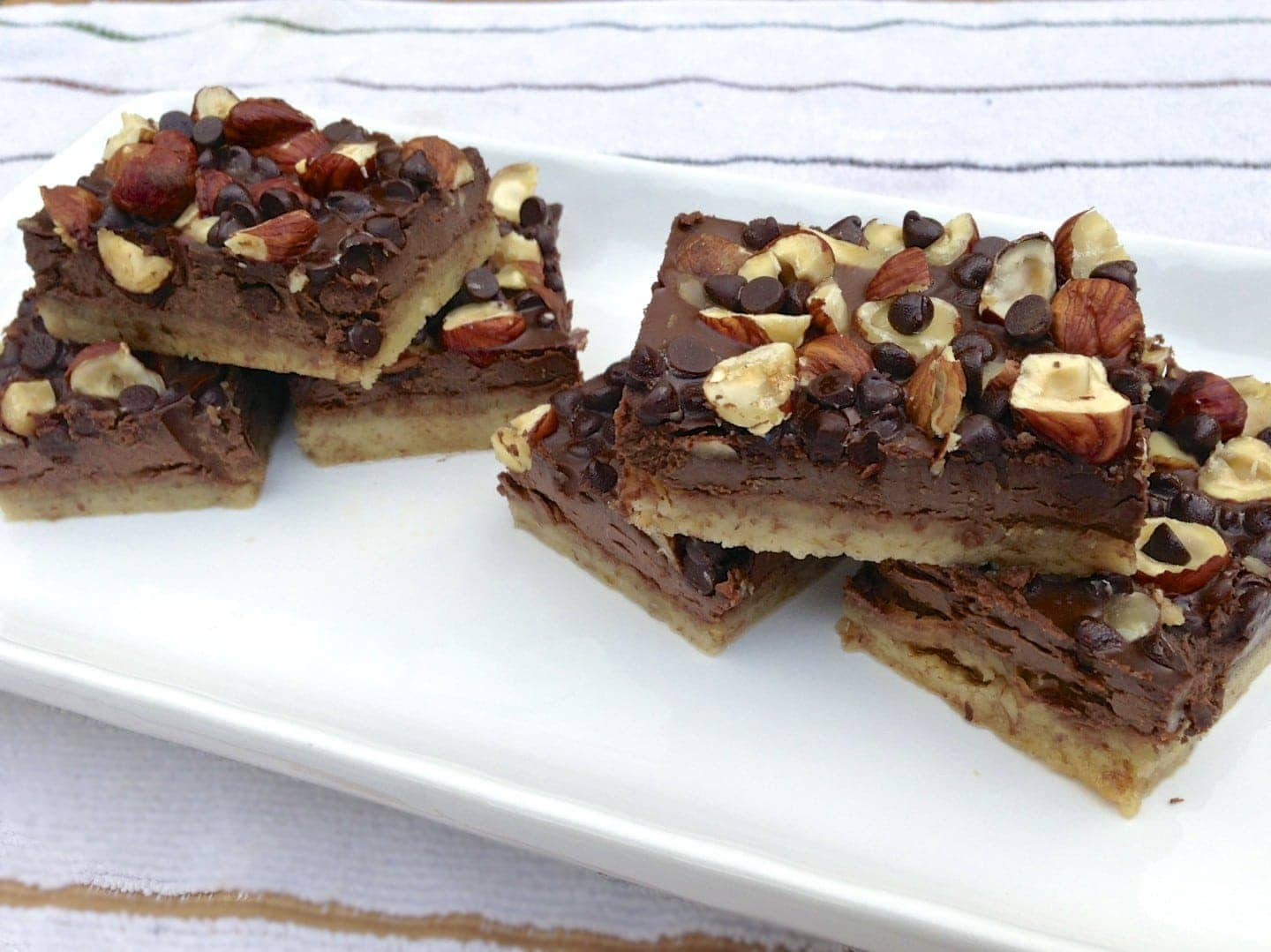 paleo chocolaty hazelnut cookie bar