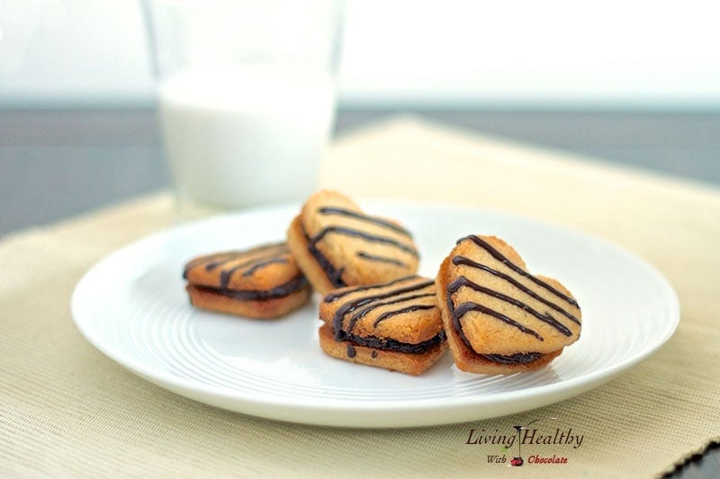 Vanilla Cookies with Creamy Chocolate/Almond Filling