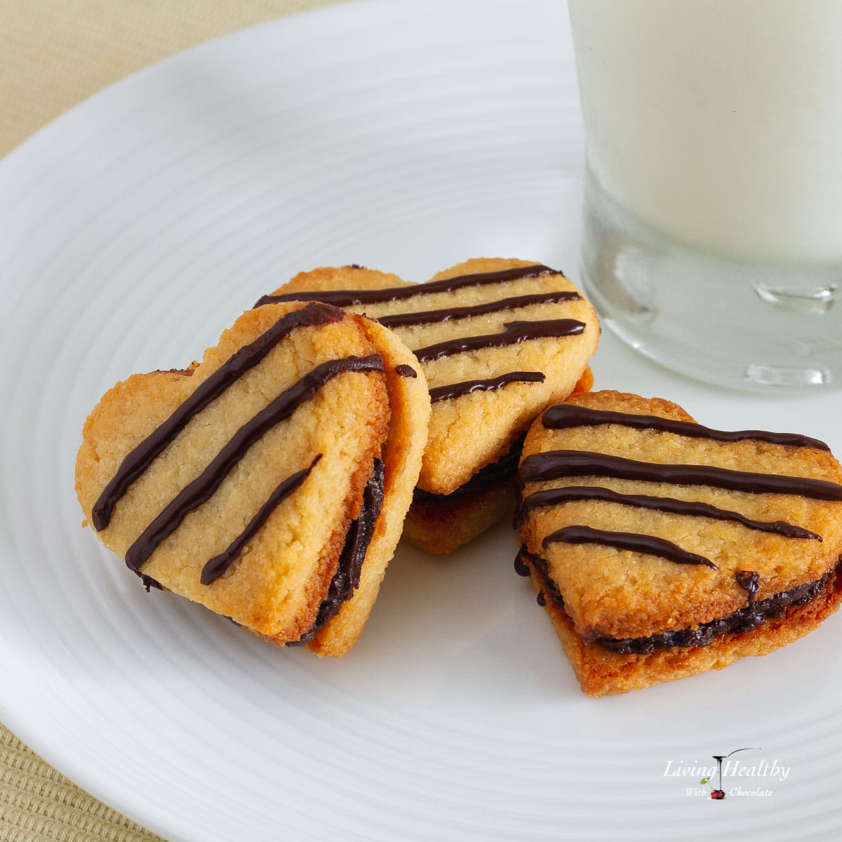 Paleo-Vanilla-Cookies-with-Creamy-Chocolate-Almond-Filling-032